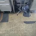 金属加工会社事務所のリフォーム・・・三重四重のクッションフロア貼りを先ずは全剥がし<足利市>